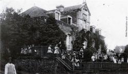 l-asile-et-les-enfants-1900.jpg
