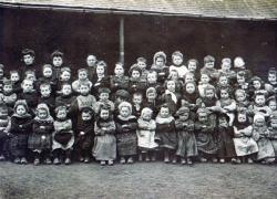 l-ecole-enfantine-a-l-asile-vers-1905.jpg